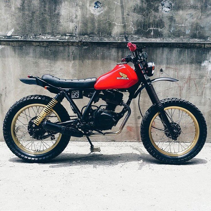 Nothing beats clean lines and simple colours. Honda XL125s from Philippines-based @revoltcycles.
