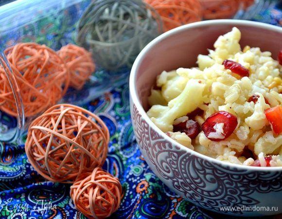 Испанский салат. Ингредиенты: рис бурый, капуста цветная, лук репчатый мелкий