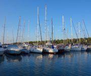 Mieten Sie jetzt für Segelreisen in Kroatien im Juli oder August einen deutschsprachigen Skipper. Nur 120 Euro pro Tag!