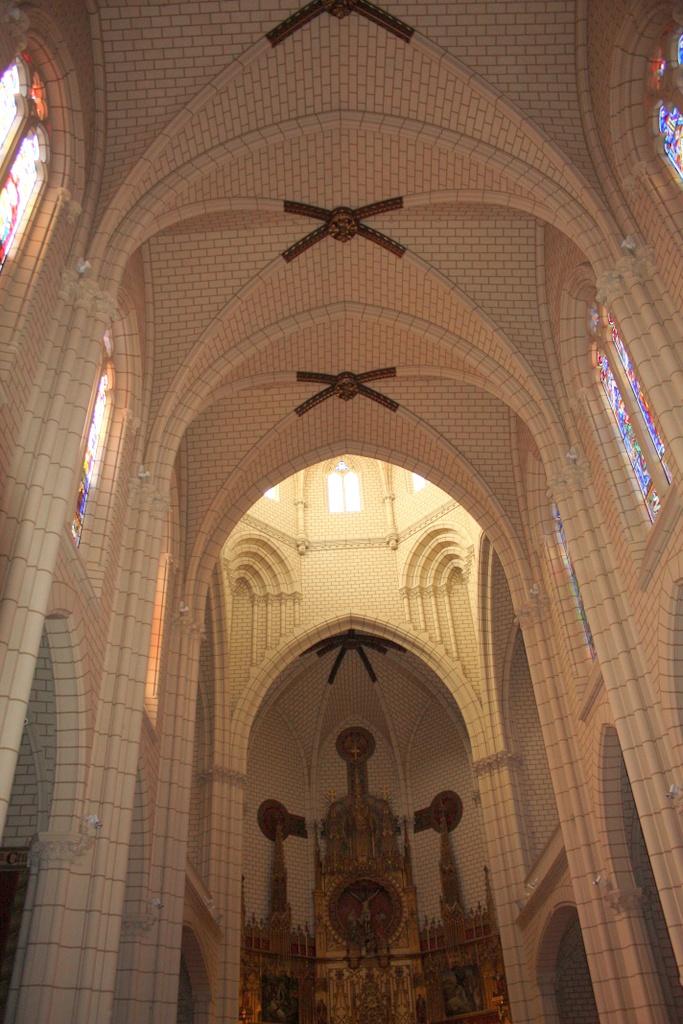 Parroquia de la Santa Cruz se empezó a construir en 1889 y se consagró el 23 de enero de 1902, es obra del Marqués de Cubas, arquitecto y alcalde de la villa. http://www.rutasconhistoria.es/loc/parroquia-de-la-santa-cruz