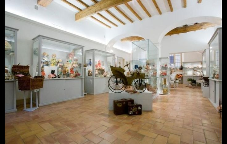 """The Little Museum of Toys and Dolls includes dolls and toys from various periods (1860-1950) of different material, form and invoice. Inside there are also small children's rooms, kitchens, shops, a sort of big """"Doll House"""" that certainly will capture the interest of children. [ #ravenna #myRavenna]"""