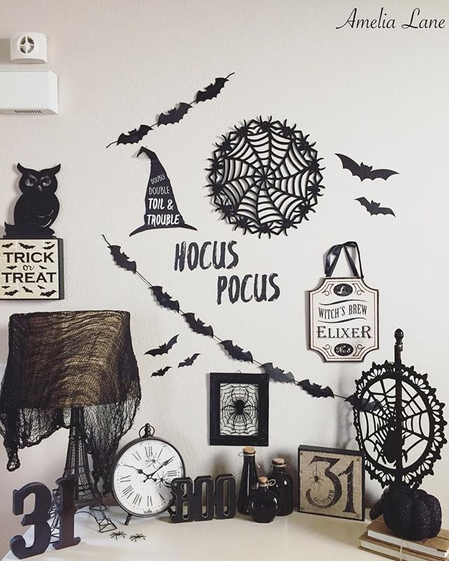 Happy Friday guys!!! Sharing a close up of my entry way table for a few Friday Hashtags that the beautiful Nichole @therusticroostco asked me to play in! I still can't get over how it turned out!!🕸 it's quite spooktaculer if you ask me!👻 Would @dusty.rose.n.shabby.bows or @anorthernbelle care to share for any of these!? #fridayfallfavorites #myfabfindfriday #weekendwithtextures #fallfarmhousefridays #talkwordytomedecor & #frightfullyfunfriday #wickedweekenddecor . . . #halloween…