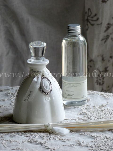 "Diffusore profumo d'ambiente ""Marie Antoinette"" profumo Marquise Mathilde M. - variante bianco -"