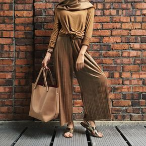 """2,372 Likes, 16 Comments - Izreen Syafika (@izreensyafika) on Instagram: """"Fifty shades of brown enough? (Wearing cody pants by @marinahyazid & #thesoho2 bag in brown from…"""""""