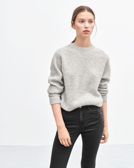 Cosy, super soft pullover in a wool/alpaca blend. The jumper has a rib-knit detail with a subtle slit at the hem. <br> <br> •Soft wool/aplaca blend <br> •Hip length <br> •Regular fit <br>