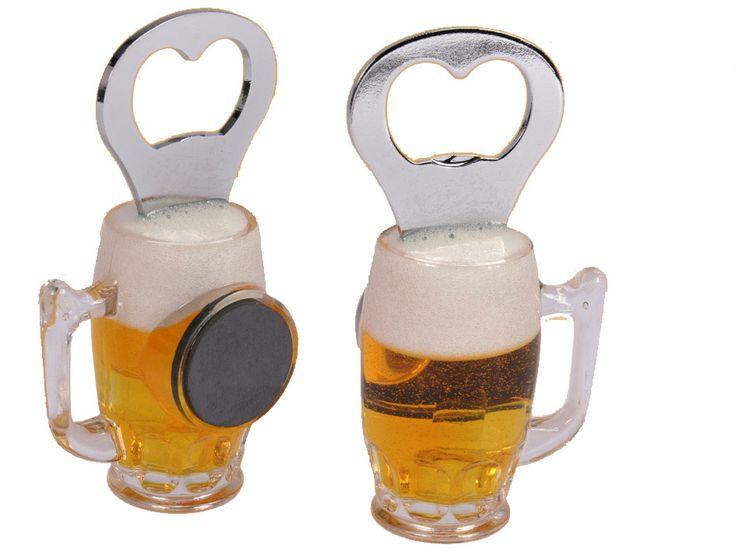 Bierfles Opener. Maak nu je biertje open met de enige echte bierfles bottle opener. Deze bier fles opener is de enige echte opener voor de echte bierliefhebbers en bierdrinkers. De bierfles heeft de vorm van een pull bier. Gebruik je de opener niet, dan kun je deze makkelijk met de magneet op de koelkast of het magneetbord plaatsen. Wil je de opener niet als flessen opener gebruiken? Dan heb je sowieso een gaaf magneetje voor een bierliefhebber.