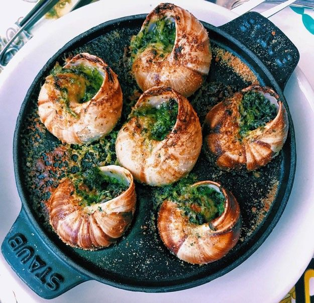 Escargots in Parsley-Garlic Butter Sauce | http://homemaderecipes.com/escargots-parsley-garlic-butter-sauce/