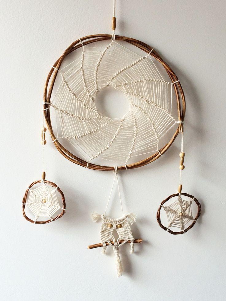 Os Filtros de Sonhos se originaram com o povo Ojibwe, que teciam essas redes mágicas a partir de aros em ramos da árvore de salgueiro e tendões. O arco representa a viagem de giizis, o sol, através do céu. À noite, o buraco no centro deixa somente sonhos bons, bawedjige, passarem. Sonhos ruins, Bawedjigewin, ficam presos na rede, e se dissipam com os primeiros raios do sol.
