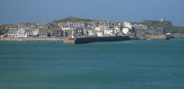 Approach to St Ives, its an iconic view.  We love to avoid issues of parking by arriving by SUP.