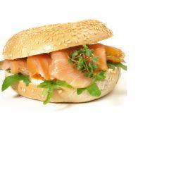 luxe broodje met zalm daamen party design catering.png