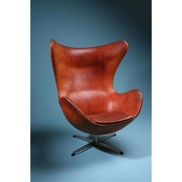 Egg chair by Arne Jacobsen #arnejacobsen #eggchair #designclassic #scandinavian #vintagefurniture #danishmodern #vintage #modernchair #midcentury #electricchair #midcenturymodern #modernchair #chair #armchair #modernfurniture #dansk #danishdesign #correctform #design #midcenturydesign #interior #interiordesign #modern