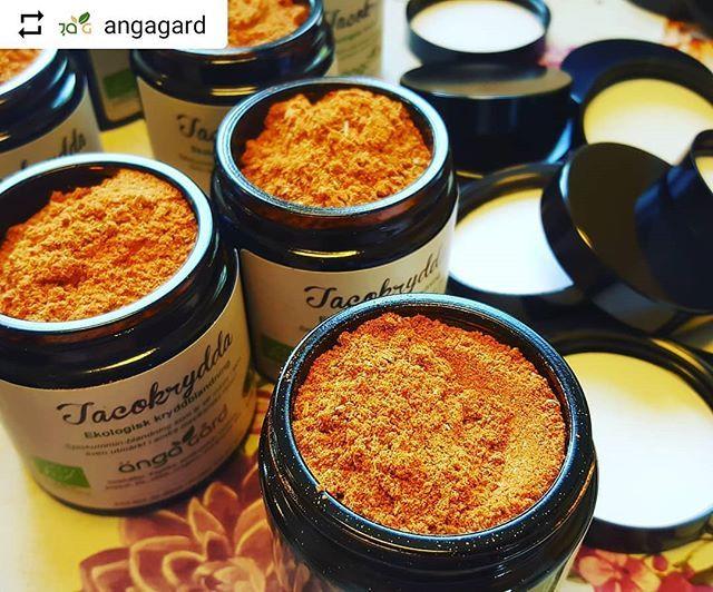 #Repost @angagard with @instatoolsapp  Tacofredag!? En tacokrydda med massor av smak men utan salt aromer & E-nummer hittar du hos oss! Den är även Äkta Vara-märkt vilket innebär att den enbart innehåller vad en krydda bör!  Salta tycker vi att ni får göra efter behag! #ängagård #angagard #eko #ekologiskakryddblandningar #ekologiskakryddor #kryddblandningar #kryddor #ekologiskt #sala #ekologisktaco #tacokrydda #äktavara