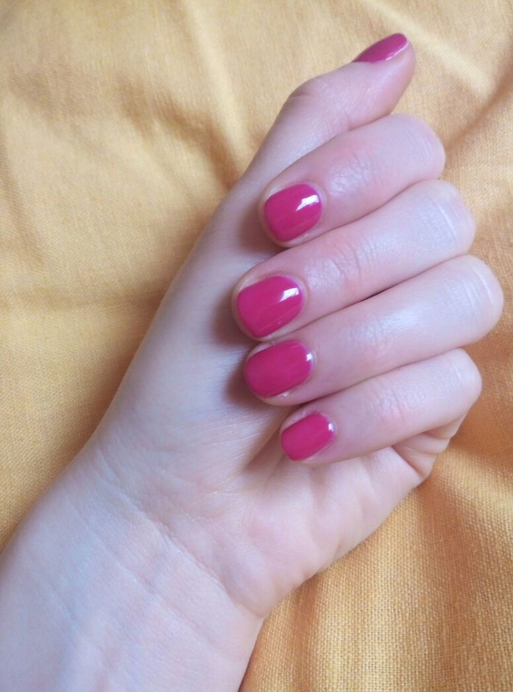 fuchsia nails, the best sweet for rainy days