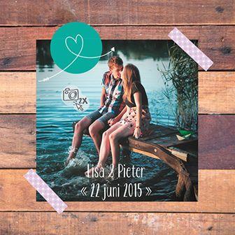 Steigerhout is in! Deze huwelijksuitnodiging met steigerhout look biedt veel ruimte voor een persoonlijke foto.