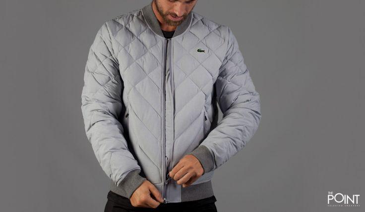 Chaqueta Plumas Lacoste Live Gris, ya podemos contar en nuestra #tiendaonline de #roparstreeetwear #ThePoint la nueva colección #OtoñoInvierno2015 de #LacosteLive, en esta ocasión #Lacoste nos presenta una chaqueta de pluma en color gris claro con las mangas y el cuello en un tono de gris mas subido, http://www.thepoint.es/es/ropa-streetwear-lacoste-live/1213-chaqueta-plumas-hombre-lacoste-live-gris.html