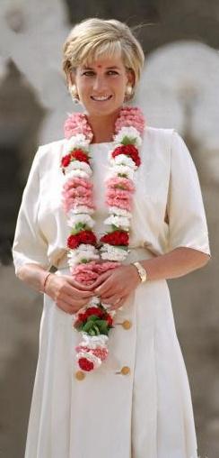 June 6, 1997: Diana, Princess of Wales visits The Shri Swaminarayan Mandir Mission in Neasden, London.