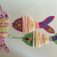 Des poissons rigolos qui peuvent se tourner dans tous les sens... et s'accrocher partout Il faut : - canson blanc ou coloré - peinture, encre, gommettes, crayons, feutres, etc : pour décorer les...
