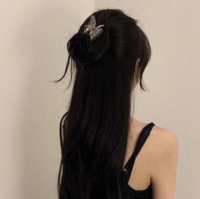 Pin By Yomi Bear On Girl Long Hair Styles Black Hair Aesthetic Hair Inspiration