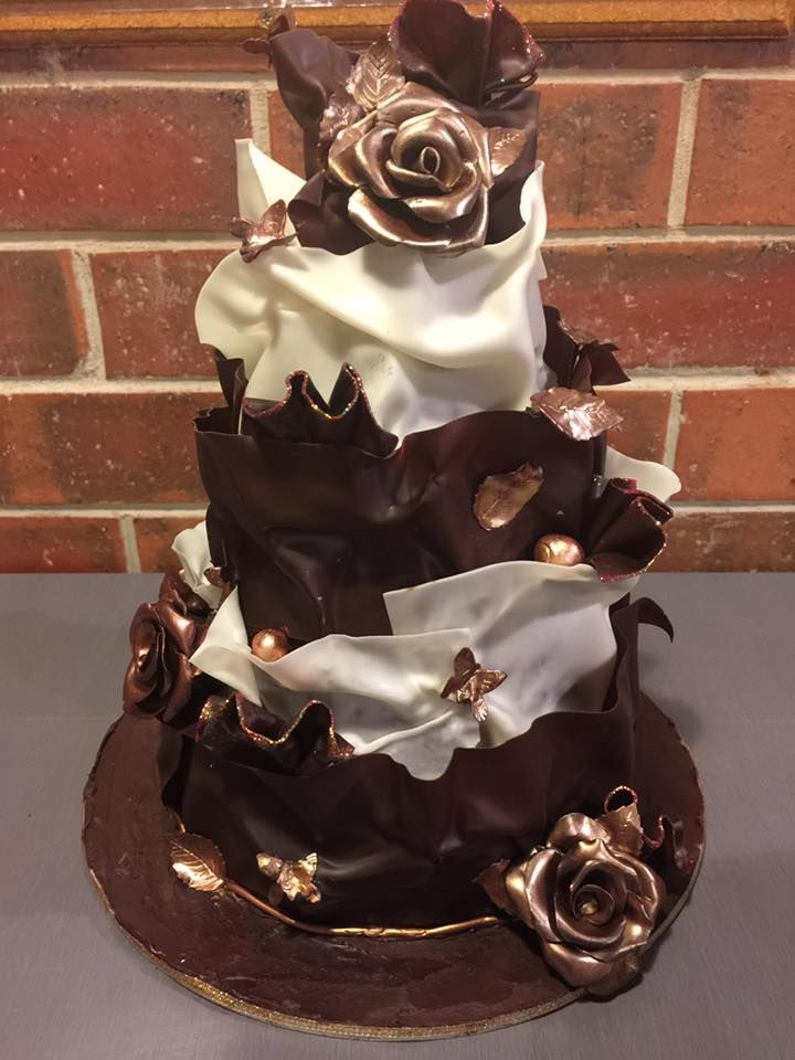 Paul Bradford inspired chocolate wrap cake! #chocit #paulbradford #modellingchocolate #chocolatecake #chocolate #chocolateflowers #chocolatebirthdaycake #weddingcake #chocolateweddingcake #barco #barcolustre