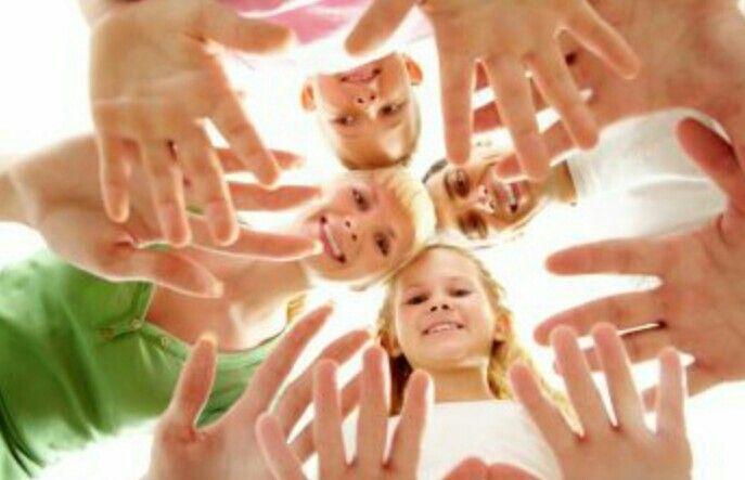 Pamietaj, że mycie rąk tylko wodą nie jest wystarczające. Aby pozbyć się zarazków z dłoni, należy myć je intensywnie wodą z mydłem od 15 do 20 sekund ;)