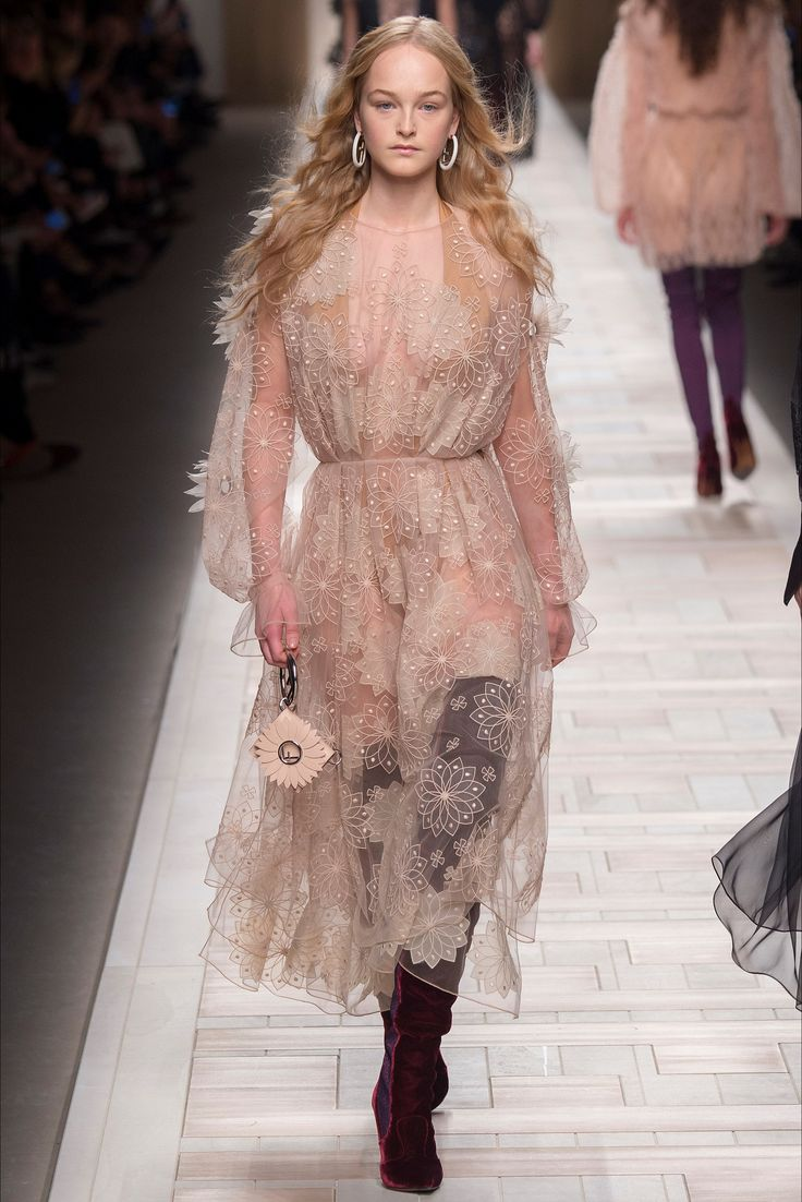 Fendi Milano - Collections Fall Winter 2017-18 - Shows - Vogue.it