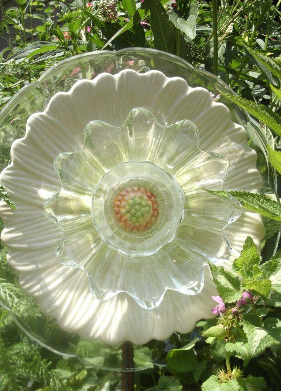 268 Best GARDEN ART FROM JUNK Images On Pinterest | Garden Totems, Glass  And Glass Flowers
