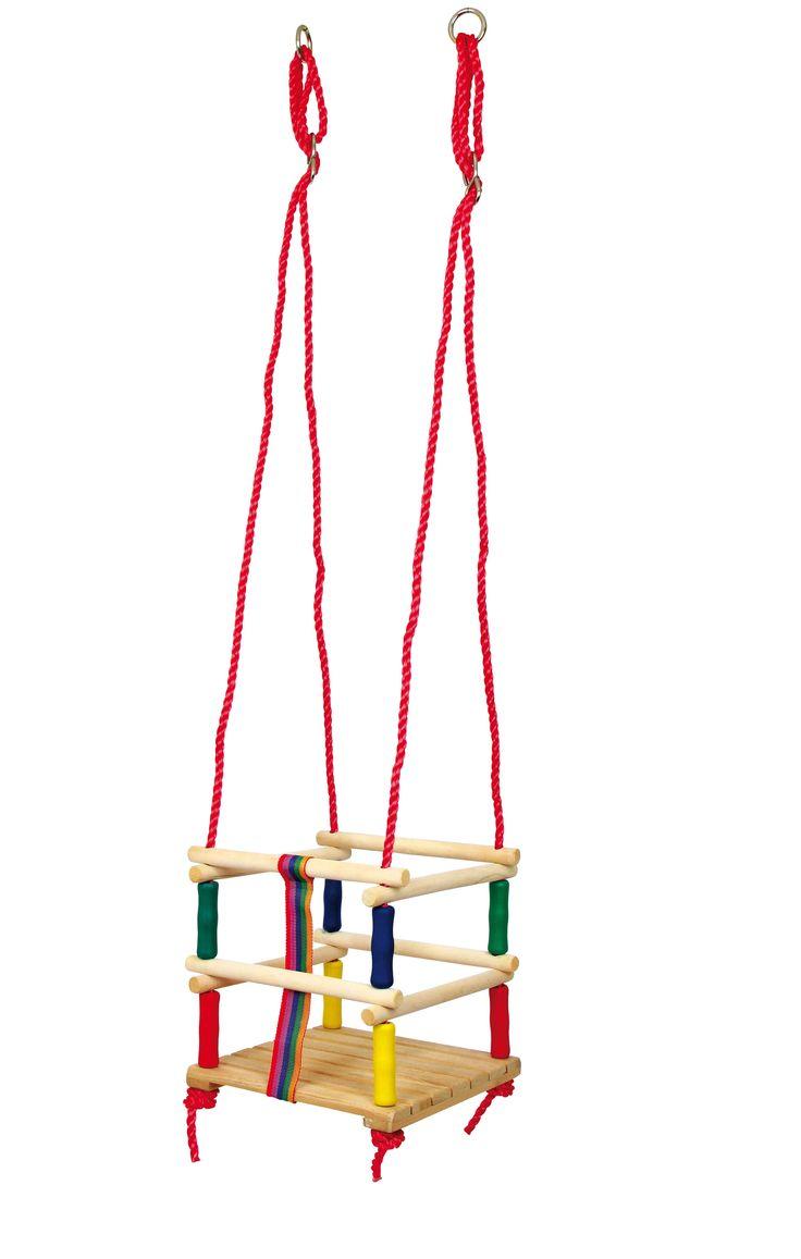 Deze schommel van fijn geslepen massiefhout biedt een reusachtige pret aan de beweging voor de jongste! Aan stabiele kunststoftouwen bevestigt geven de randstaven een veilige houd en een 4 cm breed band tussen de benen verhindert een wegglippen. Hoogte instelbaar.