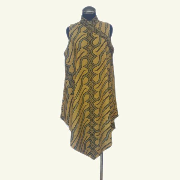 Briana batik dress merupakan batik tenun gedog dengan bahan pewarna alami. Setiap batik ini unik karena semua dibuat dengan buatan tangan (handmade), mulai proses tenun hingga pewarnaan yang terbuat dari bahan tumbuh-tumbuhan. Karena proses pewarnaan yang alami, warna pada kain batik tenun gedog ini tahan lama. Full lapisan trikot. Briana batik tenun menonjolkan kesan etnik dan elegan.  HP/WA: +62-858-5596-1498 Pin BB: 73F2A744  Line : batikdomka