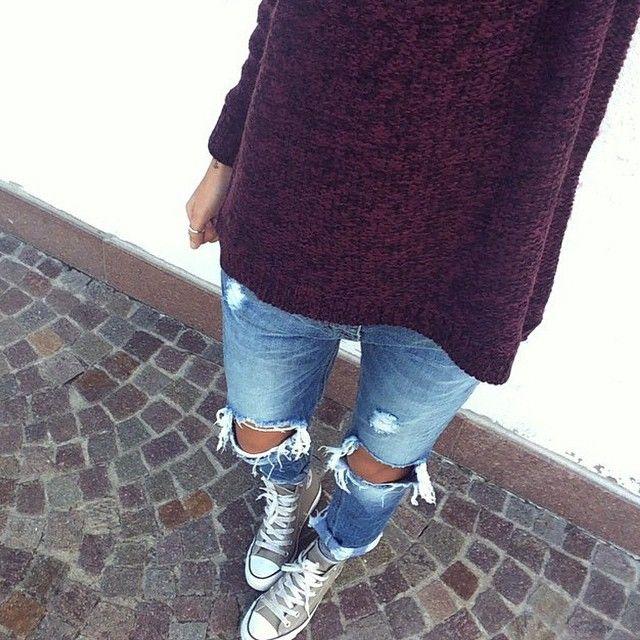 """""""Look casual per la giornata di oggi! Jeans strappati e maglioncino disponibile da @tankfashion_com """""""