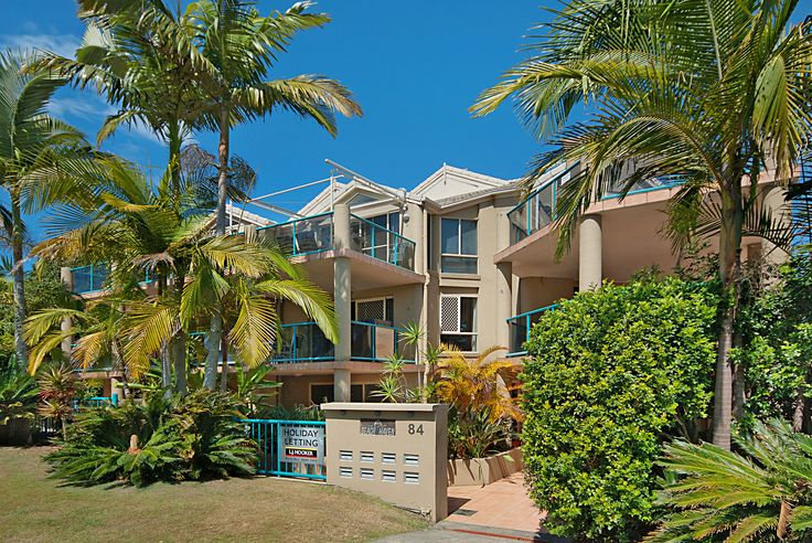 Beach Haven 1 Byron Bay - 2 bedroom ground floor apartment adjacent to the beach! 10% off 4 or more night stays until the 31st August 2013