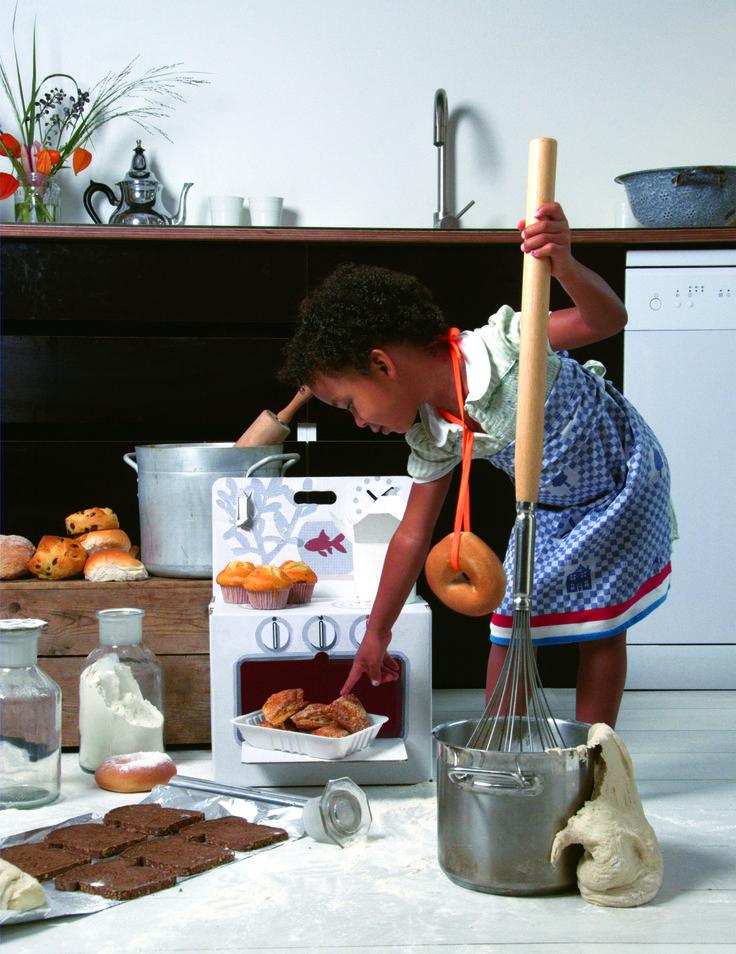 Magnetron of oven cleanen aan de binnenkant? schaaltje azijn erin, opwarmen, laten dampen en je haalt het vet zo weg. Eventueel herhalen.