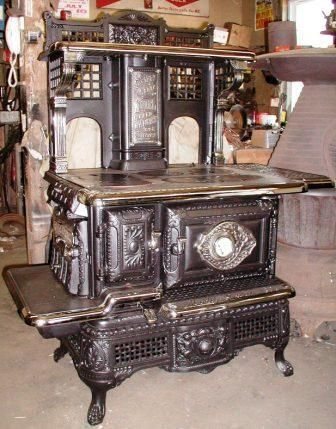 Antique stove c.1898 - I can imagine my grandmother learning to cook on something like this.