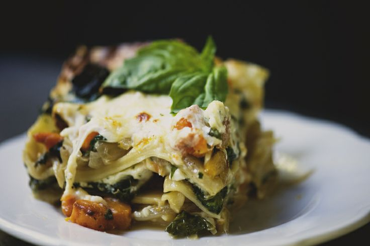 Roasted Butternut Squash, Sauteed Spinach, and Caramelized Onion LasagnaSquashes Spinach, Carmel Onions, Caramel Onions, Kitchy Kitchens, Squashes Lasagna, Onions Lasagna, Lasagna Recipe, Roasted Butternut Squashes, Sauteed Spinach