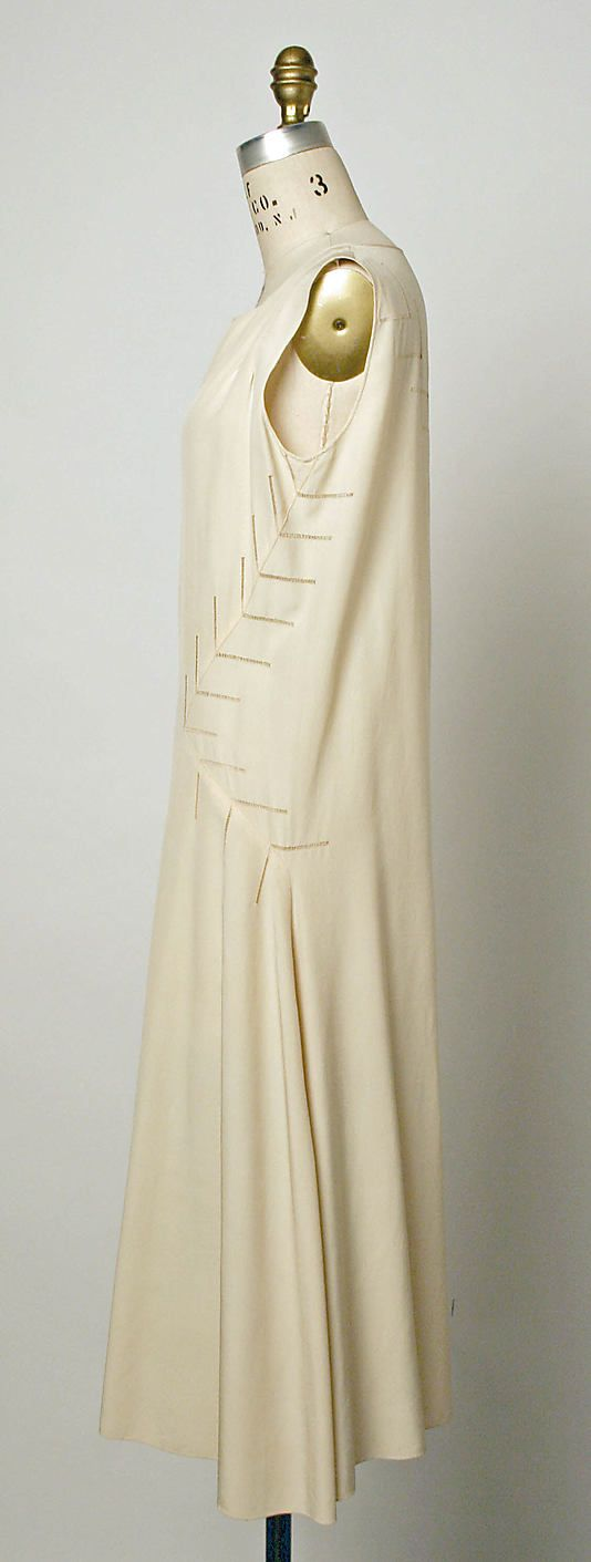 Madeleine Vionnet Dress c.1932 // Costume Institute MMA C.I.61.3.2 // Materials: Cream silk crepe // Credit: Gift of Diana Vreeland