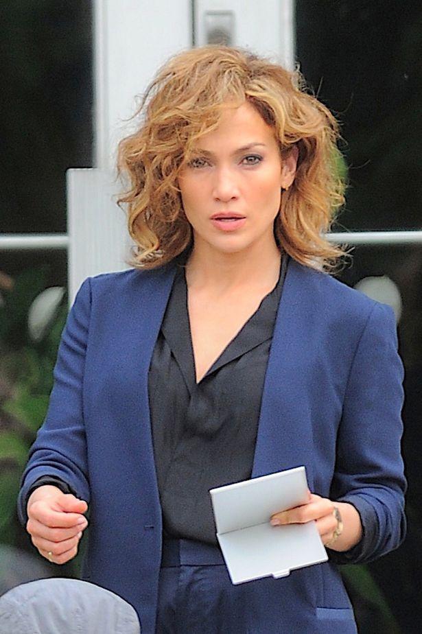 jenifer lopez wavy bob hair Hairstyle Trends 2016, 2017, 2018: How To Get Jennifer Lopez Shades of Blue TV Show Wavy Blonde Bob Cut Look
