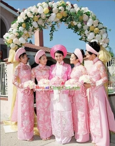 traditional Vietnamese bride wedding dress