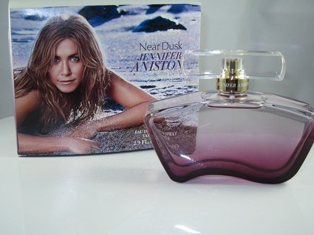 Jennifer Aniston Near Dusk Perfume Reminded There's Still More Summer Ahead