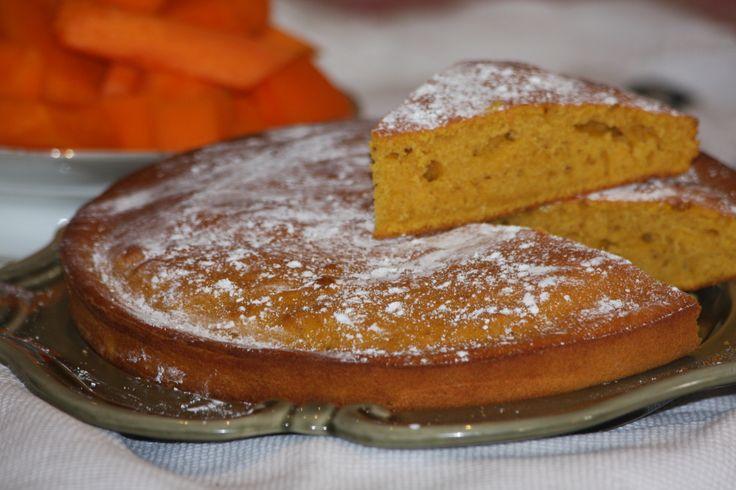 J'ai tenté cette recette inspirée par le carote cake, et ça a été très reussi. Cette recette se fait avec n'importe quelles sorte de courge. Dans celle ci j'ai utilisé une courge longue de nice de mon potager ! Ingrédients: 450g de courge 130g de beurre...