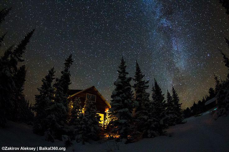Уют и тепло любимого дома. Теплый, уютный, согревающий душу и тело дом, который ждет тебя среди снегов и зимних морозов. Место куда ты возвращаешься снова и снова, чтобы растопить лед у себя в носу, просушить мокрую после восхождения одежду, закутаться в теплый спальник и размякнуть ,до желеобразного состояния, от накатившего тепла... и понять, что хочется в туалет... который на улице...  #намамаеснеганет #baikal360 #mountain #горы #снег #baikal #mamay #мамай #хамардабан #Дом #палатка