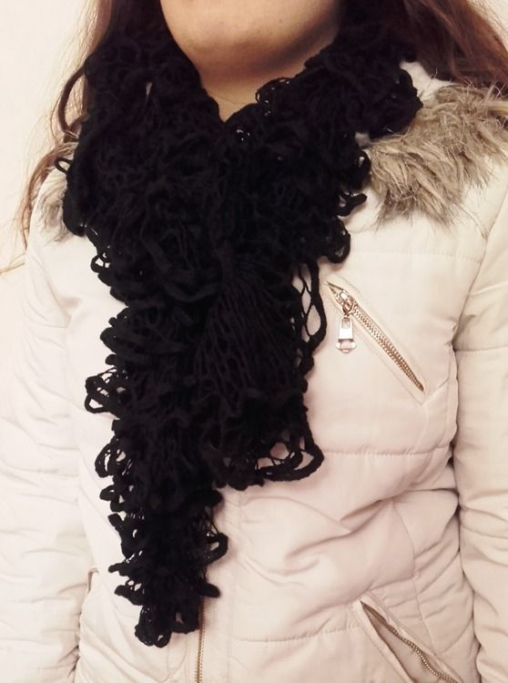 Echarpe frou frou, noire, fine laine sashay. : Echarpe, foulard, cravate par confection-kelly