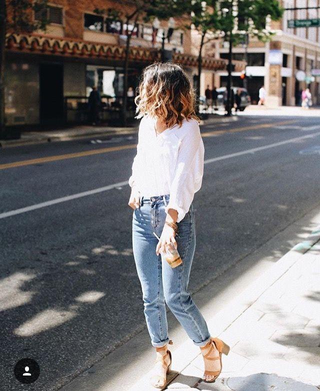 white blouse + boyfriend jeans + lace up pumps.