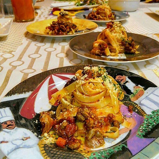 ☺#Mari's Kitchen #おうちごはん 😋#牛スジ煮込み と#茄子 の#ポロネーゼ 🍆🍅 ・ ・ #食 #cooking #料理研究家 #instafood #圧力鍋 #kitchen #WilliamsSonoma #tableware #フィットチーネ #happy #smile #eat #food #料理の写真 #dinner #lunch #instagood #foodstagram #煮込み #パスタ #pasta #fettucine #クッキングラム #肉 #beef