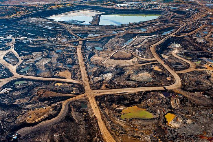 Krajobraz po wydobyciu roponośnych piasków w Kanadzie.