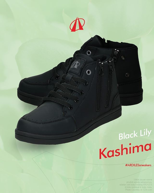 Black Lily  Ardiles Sneakers Lovers, ucapkan selamat datang pada sneakers Kashima! Sneakers ini adalah andalan terbaru dari Ardiles Sneakers dengan gaya high neck serta tali sepatu dari bahan synthetic fibers. Elemen menonjol dari Kashima adalah garis tepi putih pada tali sepatu, kontras dengan warna deep black lapisan atasnya, yang dibuat dari bahan lateks organik. Semua itu membuat sneakers Kashima tampak presisi dan dibuat penuh dedikasi. Sneakers Kashima telah siap menambah pilihan gaya…