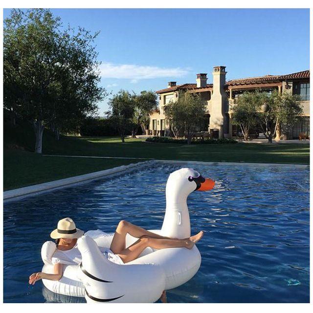 die besten 25 aufblasbarer flamingo ideen auf pinterest aufblasbare tiere aufblasbarer pool. Black Bedroom Furniture Sets. Home Design Ideas