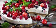 Klassisk ostekake med sitrongelé, friske bær og mynte