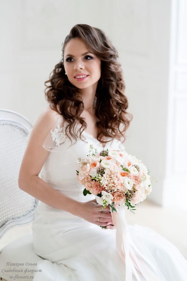 Букет невесты с гвоздиками и пионовидными розами. Флорист Пашкова Ольга #букет #невесты #свадебный #гвоздики #bouqet