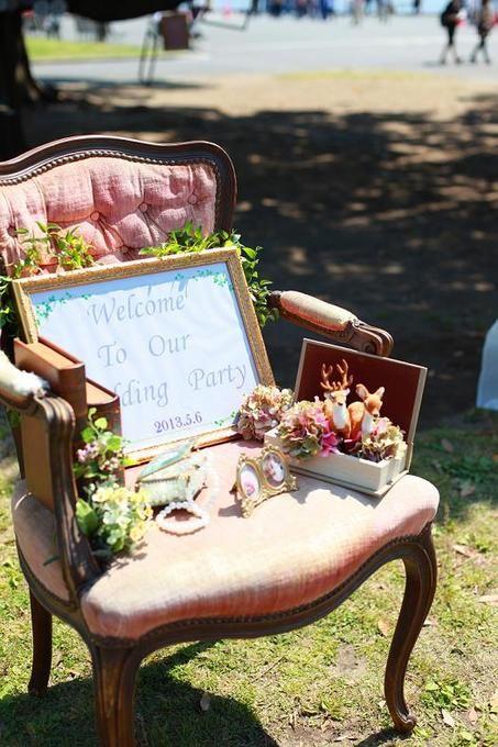 おしゃれな椅子にボードを飾るのも、よいアイデアですね。
