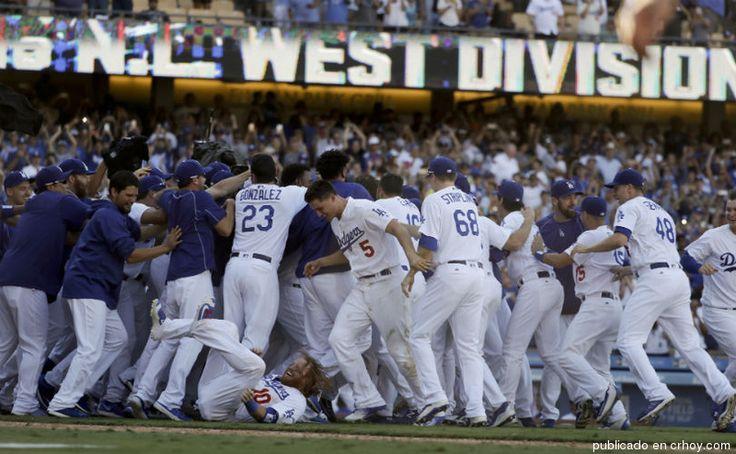Dodgers aseguran banderín del Oeste en día de luto para el béisbol