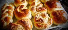 Все о приготовлении сдобных булочек ==========================  Все о приготовлении сдобных дрожжевых булочек - тесто, начинки, как формовать, чем смазывать и присыпать, как выпекать. Сладкие булочки с сахаром :-)